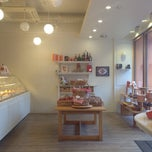 Photo taken at Patisserie l'abricotier (パティスリー ラブリコチエ) by Nariai T. on 11/9/2014