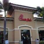 Photo taken at Chick-fil-A by Maritza B. on 4/27/2013
