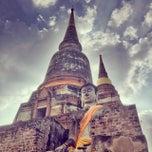 Photo taken at วัดใหญ่ชัยมงคล (Wat Yaichaimongkol) by Lee Z. on 10/23/2013