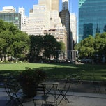 Photo taken at Bryant Park - The Reading Room by Jessica R. on 7/8/2013
