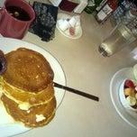 Photo taken at Elmer's Restaurant by Travis B. on 6/1/2014