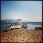 Photo taken at Pinar Otel beach club by Seçil K. on 8/20/2013