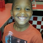 Photo taken at Hwy 55 Burgers, Shakes & Fries by Dalsen R. on 8/4/2013