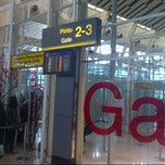 Photo taken at Gate 2-3 Bandara Int'l Sultan Hasanuddin by Marno A. on 6/6/2013