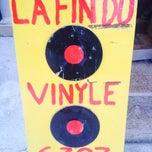 Das Foto wurde bei La Fin Du Vinyle von Jeannette N. am 3/4/2014 aufgenommen