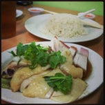 Photo taken at Kar Heong Chicken Rice by Jackie L. on 3/4/2013