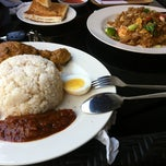 Photo taken at Cawan Malaysian Delights by King on 10/6/2012