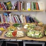 Foto scattata a Libreria Assaggi da Gabriele W. il 2/14/2014