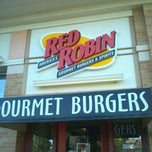 Photo taken at Red Robin Gourmet Burgers by Dave F. on 10/2/2011