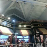 Photo taken at Uno Chicago Grill by Mark P. on 9/4/2013