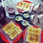Photo taken at Joo Leong Cafe (裕隆茶室) by Jimmy L. on 2/2/2013