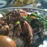 Photo taken at หน่อย ขาหมูตลาดค่าย by Yu K. on 12/15/2012