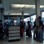 Photo taken at Bus DAMRI Bandara Soekarno-Hatta - Stasiun Gambir by Sigit A. on 1/18/2014