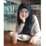 Photo taken at Dunkin' Donuts by Fitria M. on 1/14/2015