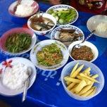 Photo taken at ร้านข้าวพี่ใหม่ by pinyo p. on 8/12/2013