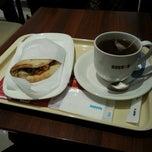 Photo taken at ドトールコーヒーショップ 湯島春日通り店 by Jane on 12/18/2014