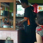 Photo taken at Mie Ayam Purwodadi by Andika P. on 11/24/2013