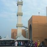 Photo taken at Masjid Al-Ansar, Changkat Lada by Fandi on 7/28/2014