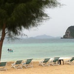 Photo taken at Koh Hai Fantasy Resort & Spa by KK C. on 8/17/2012