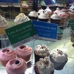Photo taken at Goodovening Cupcake by yukari on 8/17/2012
