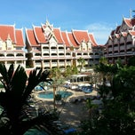 Photo taken at Ayodhaya Suites Resort & Spa by Māris T. on 11/21/2014