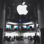 Photo taken at Apple Store, Carrousel du Louvre by Anil P. on 11/28/2012