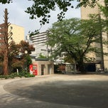 Photo taken at 大手公園 by クロネコ 2. on 4/25/2015
