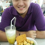 Photo taken at Bakso Malang Karapitan (BMK) by Jelita T. on 6/8/2014