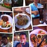 Photo taken at Verde Montana Restaurant (เวอร์เด้ มอนทาน่า เรสเทอรองท์) by Luknum J. on 11/2/2013
