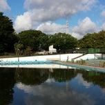 Photo taken at 駒沢オリンピック公園総合運動場 屋外プール by Blu_1973_it on 9/2/2013