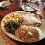 Photo taken at Cracker Barrel Old Country Store by Luxury B. on 7/14/2013