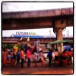 รูปภาพถ่ายที่ Van Station รังสิต - ปากเกร็ด (Rangsit - Pak Kret) โดย Pikaboyz P. เมื่อ 5/21/2013
