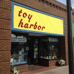 Photo taken at Toy Harbor by Shinsuke S. on 9/1/2013