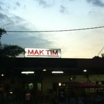 Photo taken at Mak Tim - Sajian Asli Warisan Johor by Adzua Y. on 3/1/2013