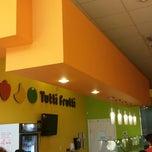 Photo taken at Tutti Frutti Frozen Yogurt by Kelly on 7/12/2013