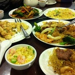 Photo taken at Golden Central Chinese Cuisine 金稻皇宴 by Angel M. on 5/7/2012