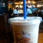 Photo taken at The Coffee Bean & Tea Leaf by Yos H. on 9/16/2011