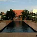 Photo taken at Sukhothai Heritage Resort by Chitipon T. on 5/2/2011