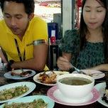 Photo taken at ส้มตำครกใหญ่ @แจ้งวัฒนะ 4 by Chailai K. on 9/1/2012