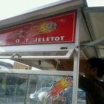 Photo taken at Tahu hot jeletot by Fahdi F. on 4/9/2012