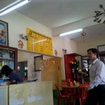 Photo taken at Ipoh Road Yong Tow Foo by Hoe H. on 4/10/2012