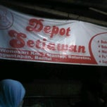 Photo taken at Depot Setiawan (Bakmi Pak Koki) by Dody F. on 8/26/2012