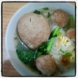 Photo taken at Bakso Jawir Tanjung Duren by Lex d. on 5/22/2012