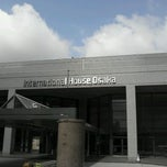 Photo taken at 大阪国際交流センター(Osaka International House) by ジャージャー on 4/23/2012