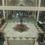Photo taken at Comfort Hotel & Resort by Liece l. on 4/24/2012