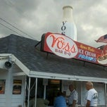 Photo taken at Voss's Bar-B-Q by Erich M. on 7/24/2012