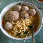 Photo taken at Bakso pak Edy by Ranie S. on 1/26/2012