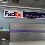 Photo taken at Centro de Servicio Mundial FedEx by MT on 8/9/2011