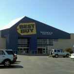 Photo taken at Best Buy by Cloudie W. on 8/22/2011