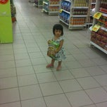 Photo taken at Giant Supermarket by versuslawan m. on 12/4/2011